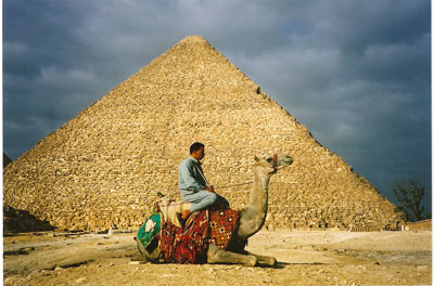 essay on the great pyramid of giza Travel photo essay on egypt's giza necropolis, site of the great pyramid and great sphinx get introduced to those you'll meet there and pick up some interesting historical anecdotes.