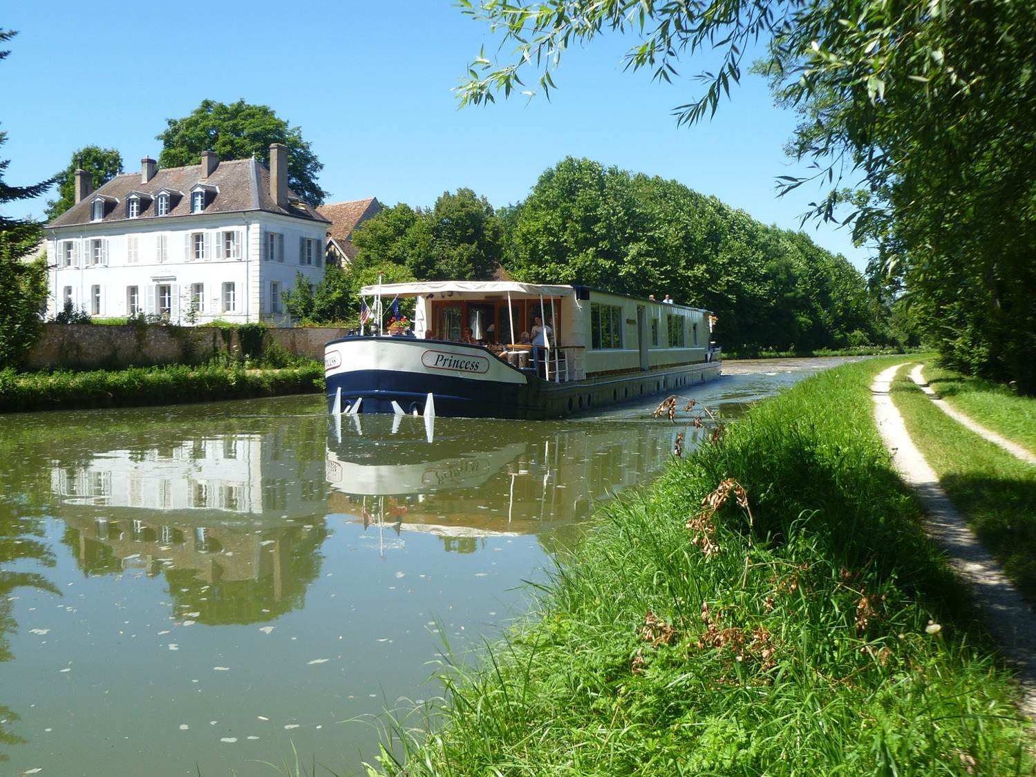 Cruising Briare Canal in France