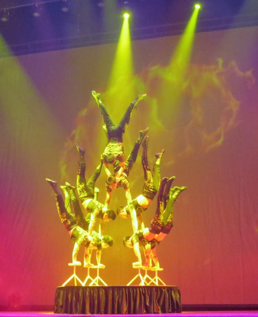 Chinese acrobat show