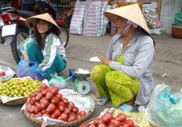Vietnamese fruit vendors