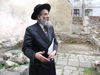 Meylakh Sheykhet at the ruins of Golden Rose Synagogue