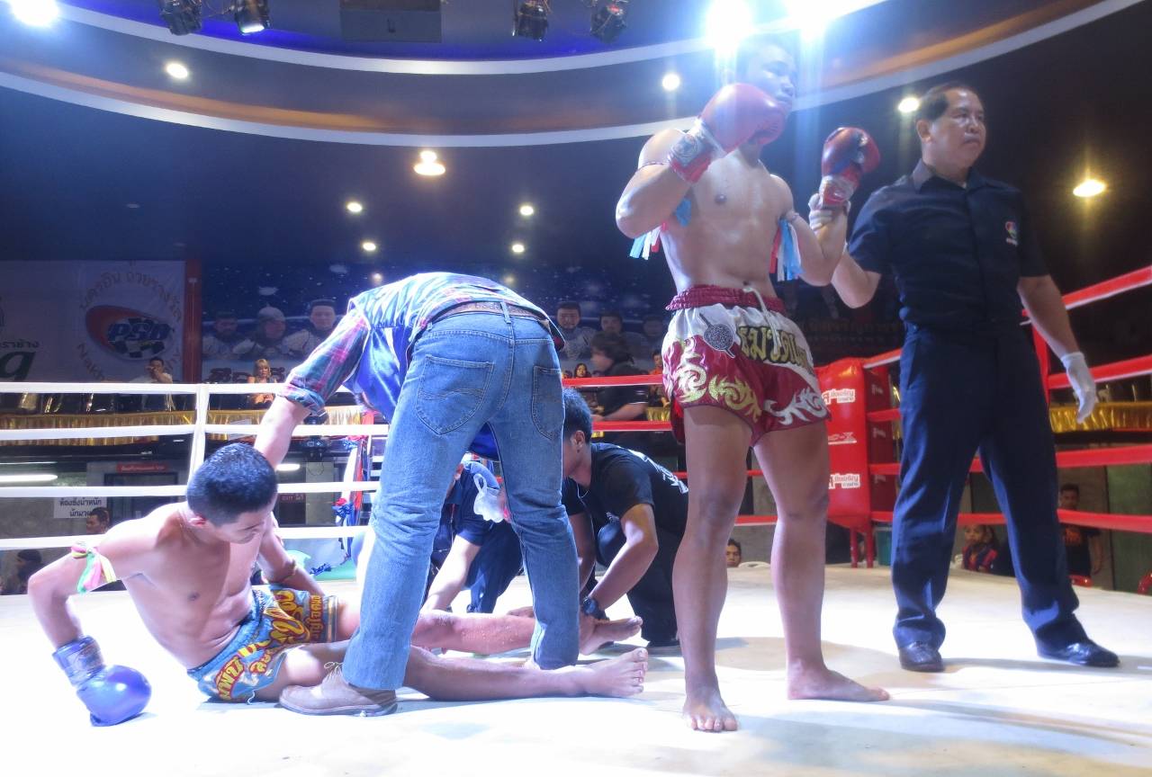 Thai boxing knockout